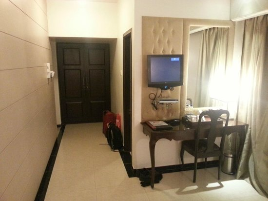 FabHotel Corporate Nest Koramangala :                   Room