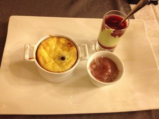 Hotel restaurant auberge du Tuye :                                     Dessert : clafoutis aux griottes, sorbet griottes, crème pis