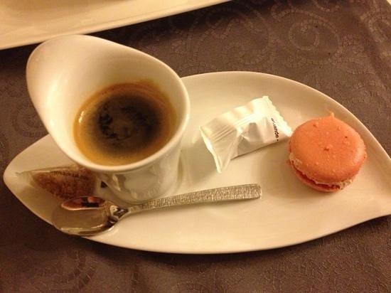 Hotel restaurant auberge du Tuye :                                     café dans de jolies tasses