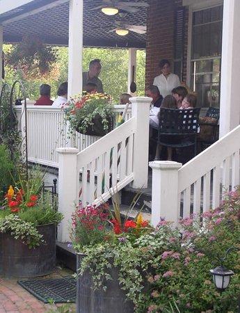 Parker House Inn and Restaurant: Summer Dining