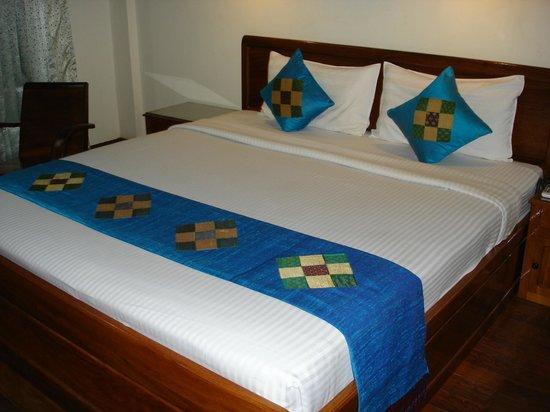 โรงแรมตาพรหม:                   room