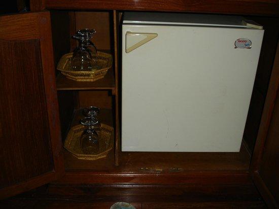 Ta Prohm Hotel:                   minibar