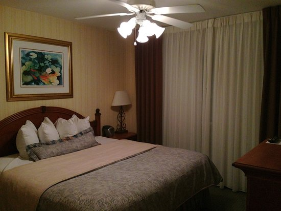 Hawthorn Suites by Wyndham Dallas Park Central:                                     Bedroom