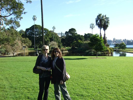 Real Sydney Tours:                                     Botanical gardens with our lovely host Suanne