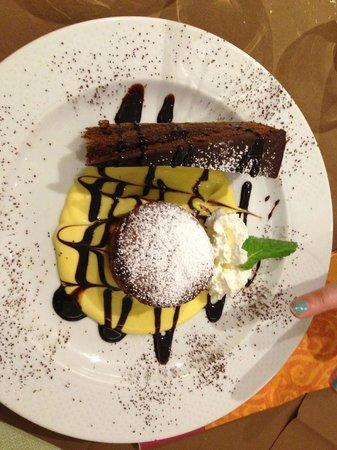Post Hotel Scoiattolo :                   Sacher torte e tortino al cioccolato