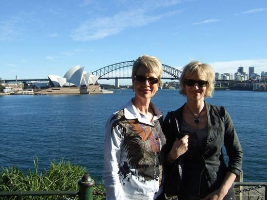Real Sydney Tours:                                     Great view of the Sydney Harbour