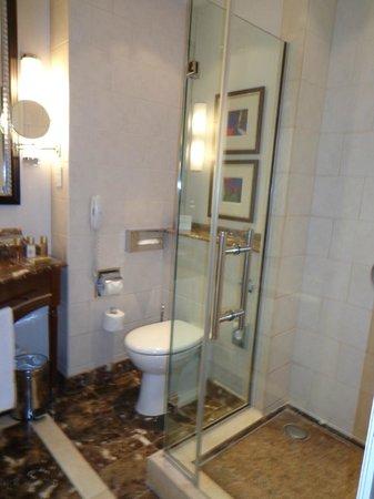 Corinthia Hotel Budapest:                   ducha