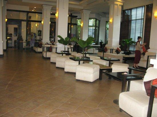 Tara Angkor Hotel:                   Hotel lobby