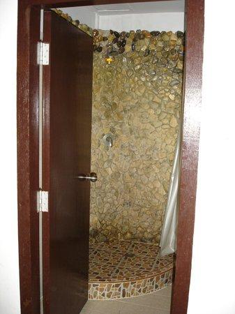 Jang Resort :                   shower