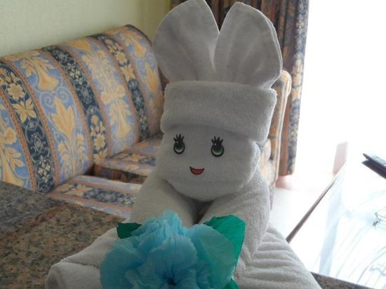 Hotel Riu Palace Mexico:                                     Towel arts in the room