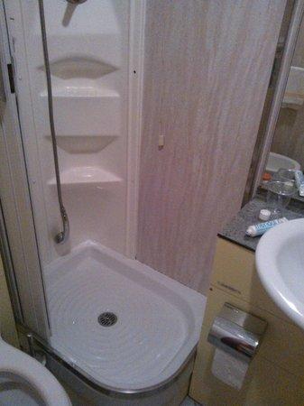 Hotel Rio:                   Questa è la doccia, credo sia di circa 60 cm