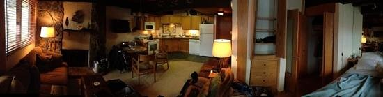 Laurelwood Studios: panoramic shot of ou comfy studio!