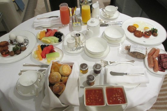 Grosvenor House Dubai: Room service Breakfast