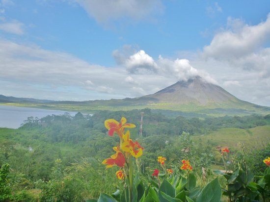La Mansion Inn Arenal Hotel: View of Arenal Volcano (nearby drive)
