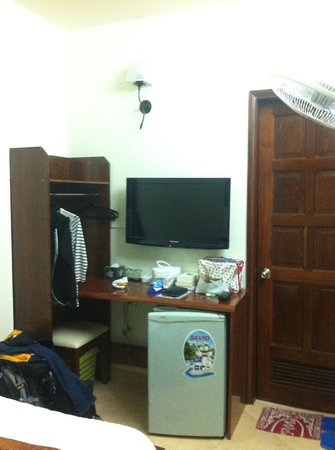 Bich Duyen Hotel:                   Room with fridge and TV