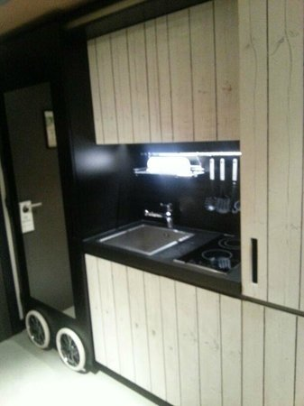 25hours Hotel at MuseumsQuartier:                   Kitchenette in M-Suite