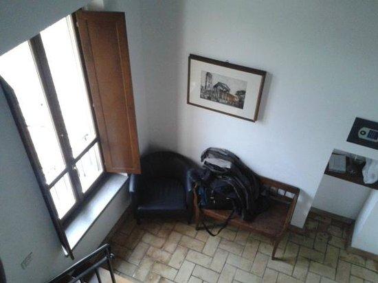 Residenza d'Epoca Pietra di Ponente:                   interno camera panca