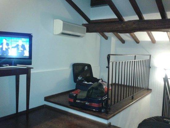 Residenza d'Epoca Pietra di Ponente:                   tv