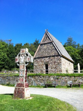 County Wexford, Irlandia:                   Irish National Heritage Park - church in early Christian Monastery