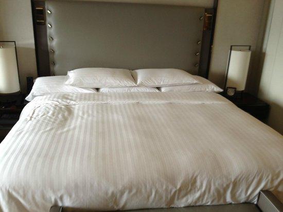 Hilton Beijing Wangfujing:                   Bed