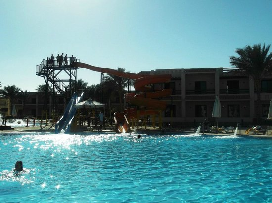 Island Garden Resort:                   Бассейн