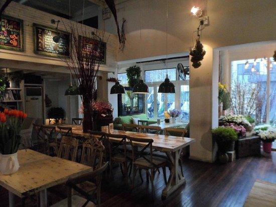 Peking International Youth Hostel:                   the peking cafe