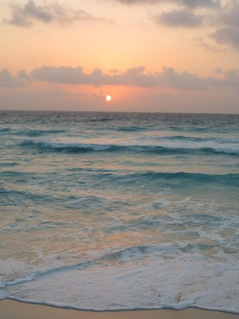 CasaMagna Marriott Cancun Resort:                                     sunrise view from CasaMagna