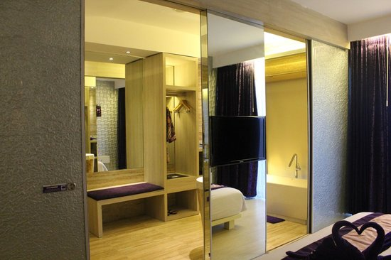Grand Mega Resort & Spa Bali:                   The huge bathroom