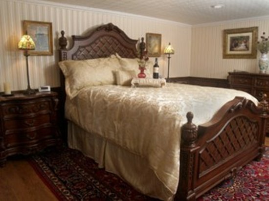 Carousel Bed and Breakfast at Ruff Acres : The Conewango Room