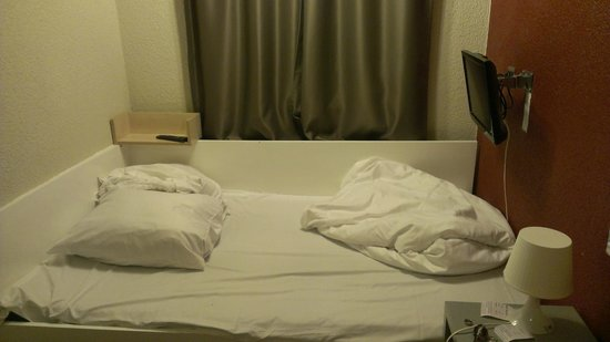SMARTY Cologne City Center Hotel | Hostel | Boardinghouse :                   The bed
