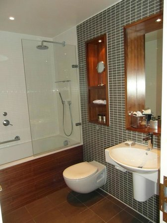 Fraser Suites Edinburgh: Junior Suite Bathroom 605
