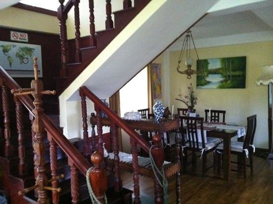 Misty Hills Boutique Cottage B&B:                   dining area with stairs
