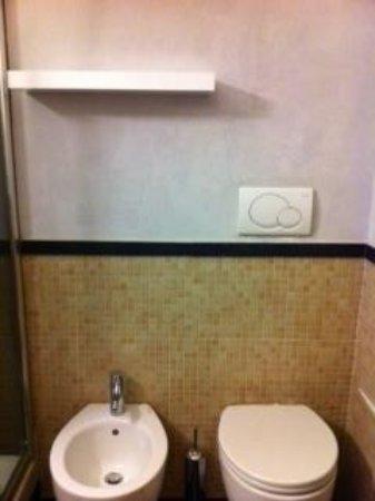 Hotel Le Petit: bagno 2