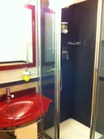 Hotel Le Petit: bagno 3