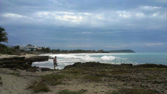 ماربلو فيلا سويتس:                   Walking over to the beach. Lots of shells.                 