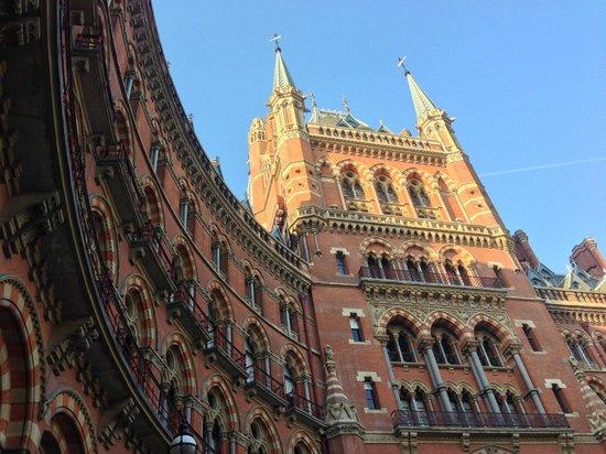 سان بانكراس رينيسانس لندن هوتل:                   The iconic Gilbert Scott exterior                 
