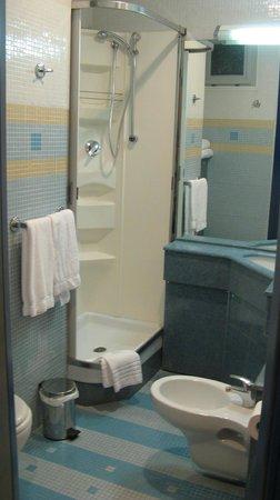 Hotel della Baia: bagno cam.218