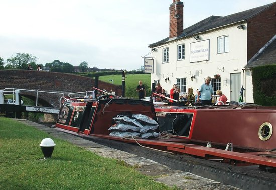 """Admiral Nelson:                                     Working narrow boats outside The """"Nelly"""""""