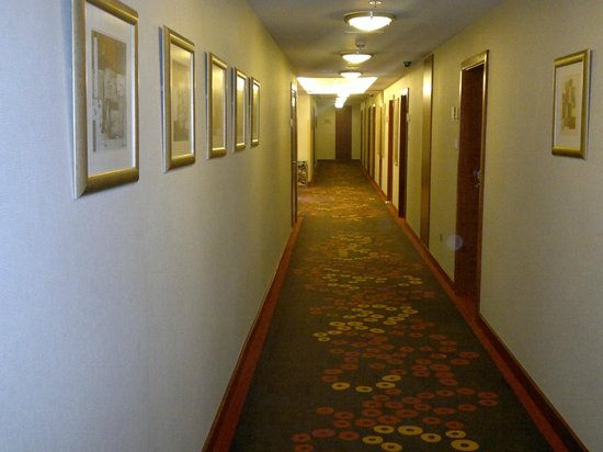 Ramada Chelsea Al Barsha:                   Path way to rooms