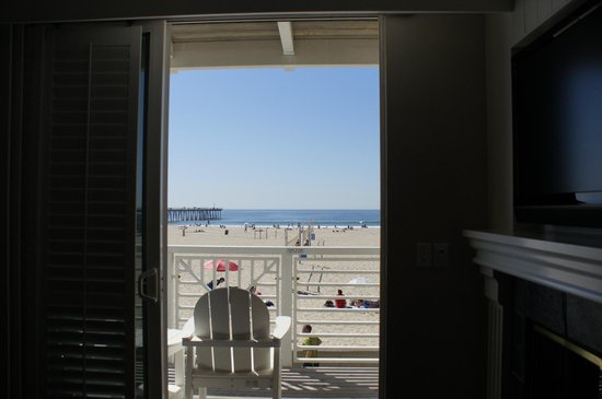 Beach House Hotel Hermosa Beach:                                     View from inside Oceanfront room