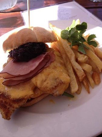 Savannah Cafe : chicken burger