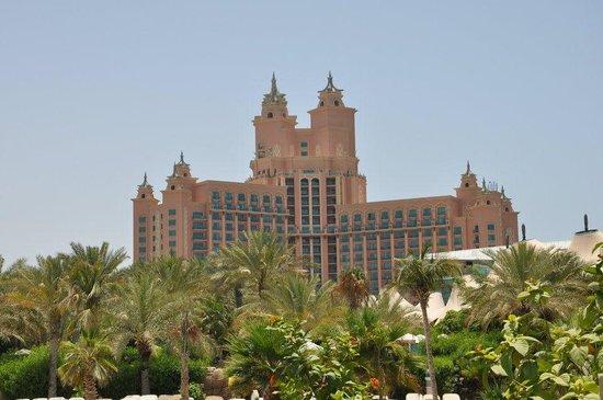 Atlantis, The Palm:                   Vista da piscina para o Hotel