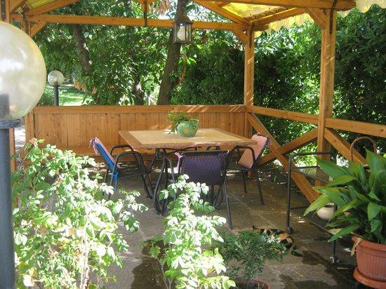 La Villa di Lucia : gazebo in giardino
