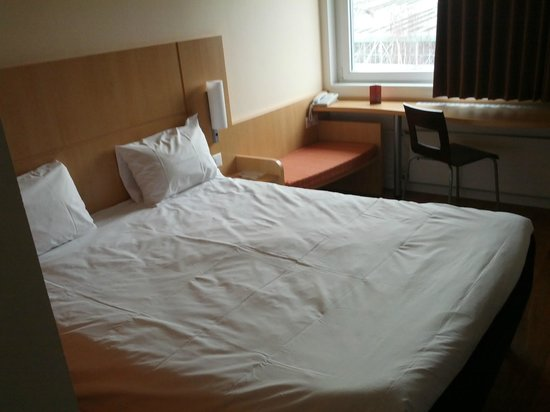 ibis Zurich Messe Airport: Room