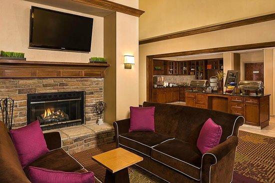 Homewood Suites by Hilton Boston - Billerica : Dining Area