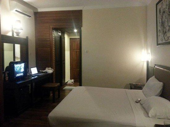 Hotel The Flora Kuta Bali: The room