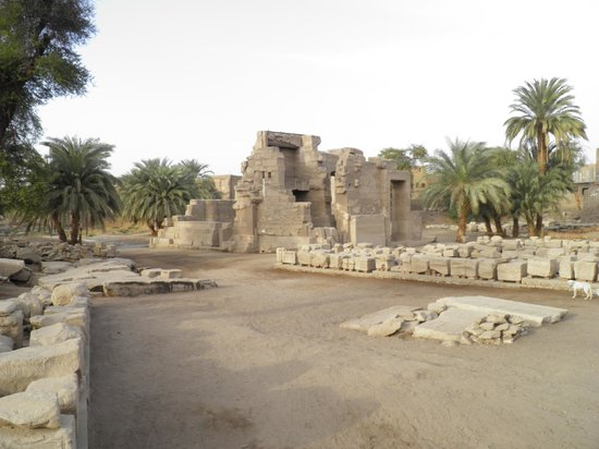 Valle del Nilo, Egipto:                                     Temple of Montu in Toud (Tod)