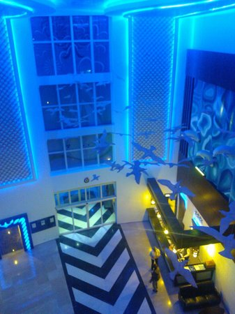 Catamaran Resort Hotel: Lobby