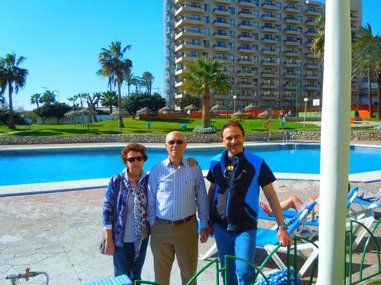Sol Timor Apartamentos:                   disfrutando en la zona piscina