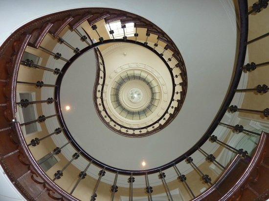 Cotswold House Hotel & Spa:                   Hotel staircase - looking up!